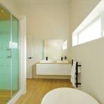 SIP-House-Mosgiel-New-Zealand-8_Insulspan-Mosgiel_Residence_master-bath.jpg